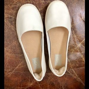 NWOB!!! UGG ivory round toe slip in flat 8.5M